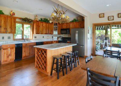 Blissful Ridge Lodge kitchen