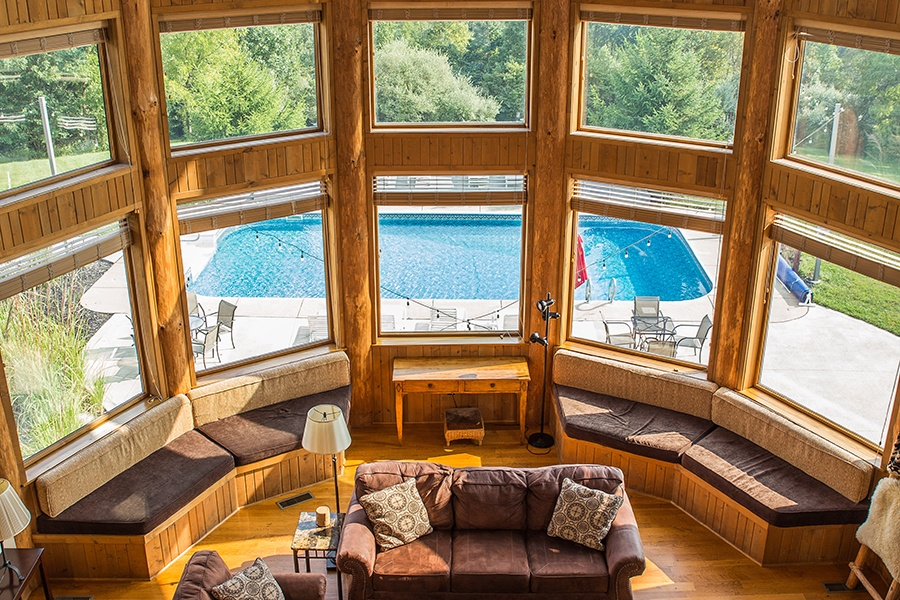 Blissful Ridge Lodge living room with pool outside