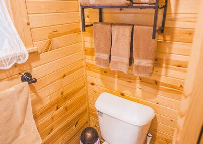 Maple View bathroom